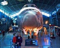 Samolot stojący w hangarze